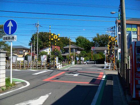 西武新宿線の新所沢第12踏切道@狭山市A