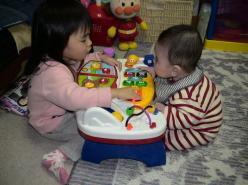仲良く遊ぶ二人♪