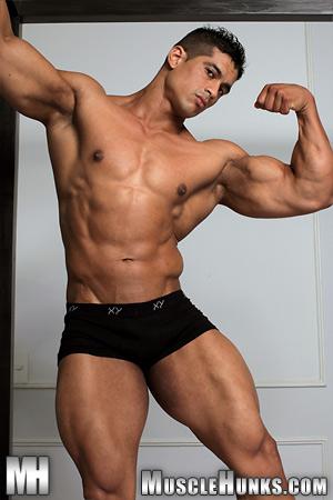 MuscleHunks_com00.jpg