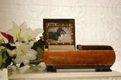 心を癒す手元供養用ミニ仏壇「カーロ」