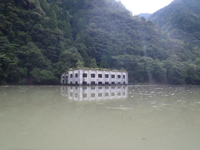 水没した建物跡