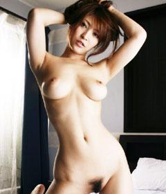 全裸でおっぱいとアンダーヘア丸出しでマジ興奮♪