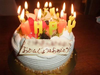 可愛いケーキでお誕生日をお祝いしてもらいました