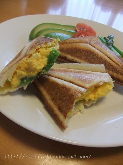 アボカドと卵のホットサンド