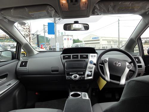 プリウスα運転席2