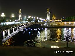 アレクサンドルⅢ世橋。後ろに見えるのはアンヴァリッド