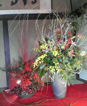 漫才の場所のお正月お花