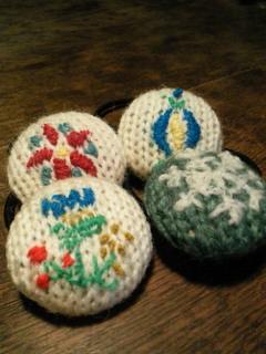 ウール刺繍ボタンゴム