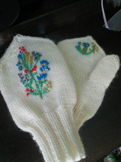 ウール刺繍ミトン