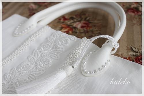 白いサブバッグ