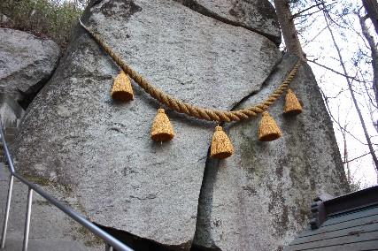 12正月石割神社ご神体