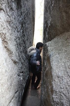 12正月石割神社割れ目