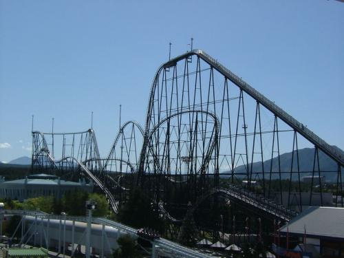 800px-Fujiyama_rollercoaster_2005-05_convert_20110429130814.jpg