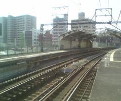 国道駅、ホームの端から撮影