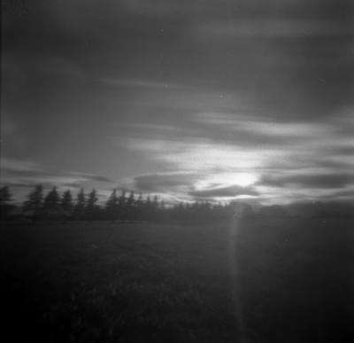 雲に隠れた夕陽