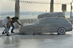凍った車(AP)