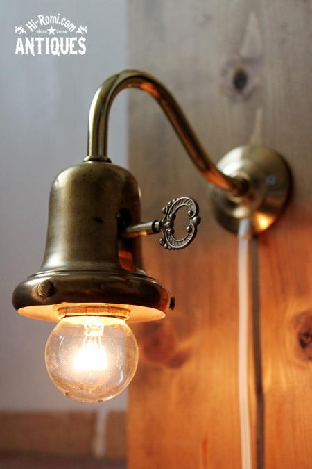 真鍮製カップのシェードホルダー付きウォールランプ/アンティーク照明ライトベル型
