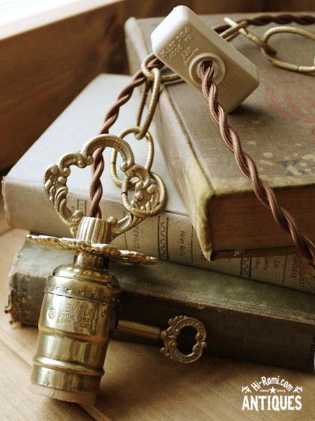 ヴィンテージ真鍮飾りの鎖付ソケットペンダントランプ/アンティークライト照明