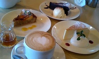 ケーキと可愛いカフェ