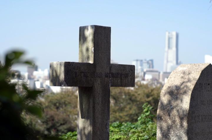 外人墓地にて