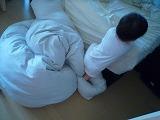 110523_ベッドから下りる (3)