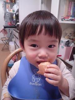 111216_キティワッフル食べる (5)