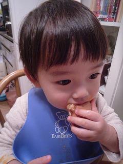 111216_キティワッフル食べる (4)