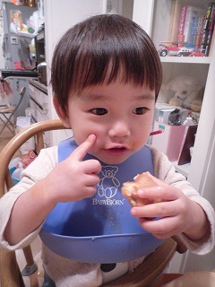 111216_キティワッフル食べる (2)