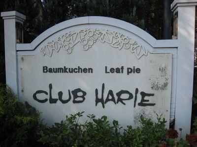 『クラブハリエ』 看板