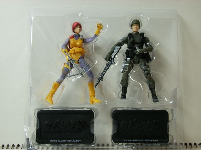 SCARLETT と GI JOE HAWK の2体
