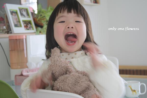 家でのリラックスした表情 幼稚園でも早くこんな顔でいられるようになることを母は願っています。