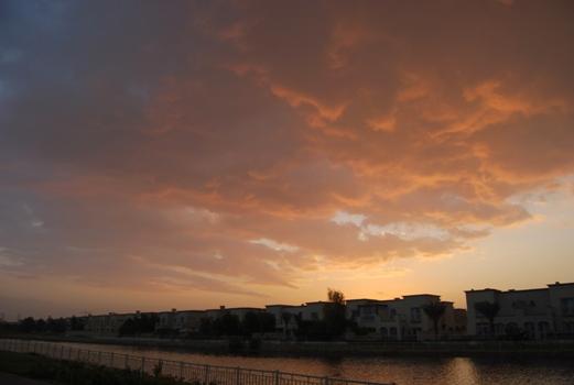 ピンクの雨雲