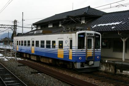 えちぜん鉄道 勝山駅に停車するMC6101型
