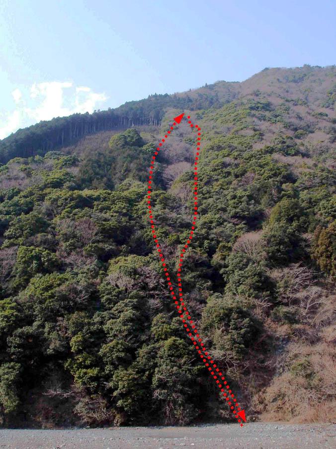 2月1日の捜索で登降した山斜面