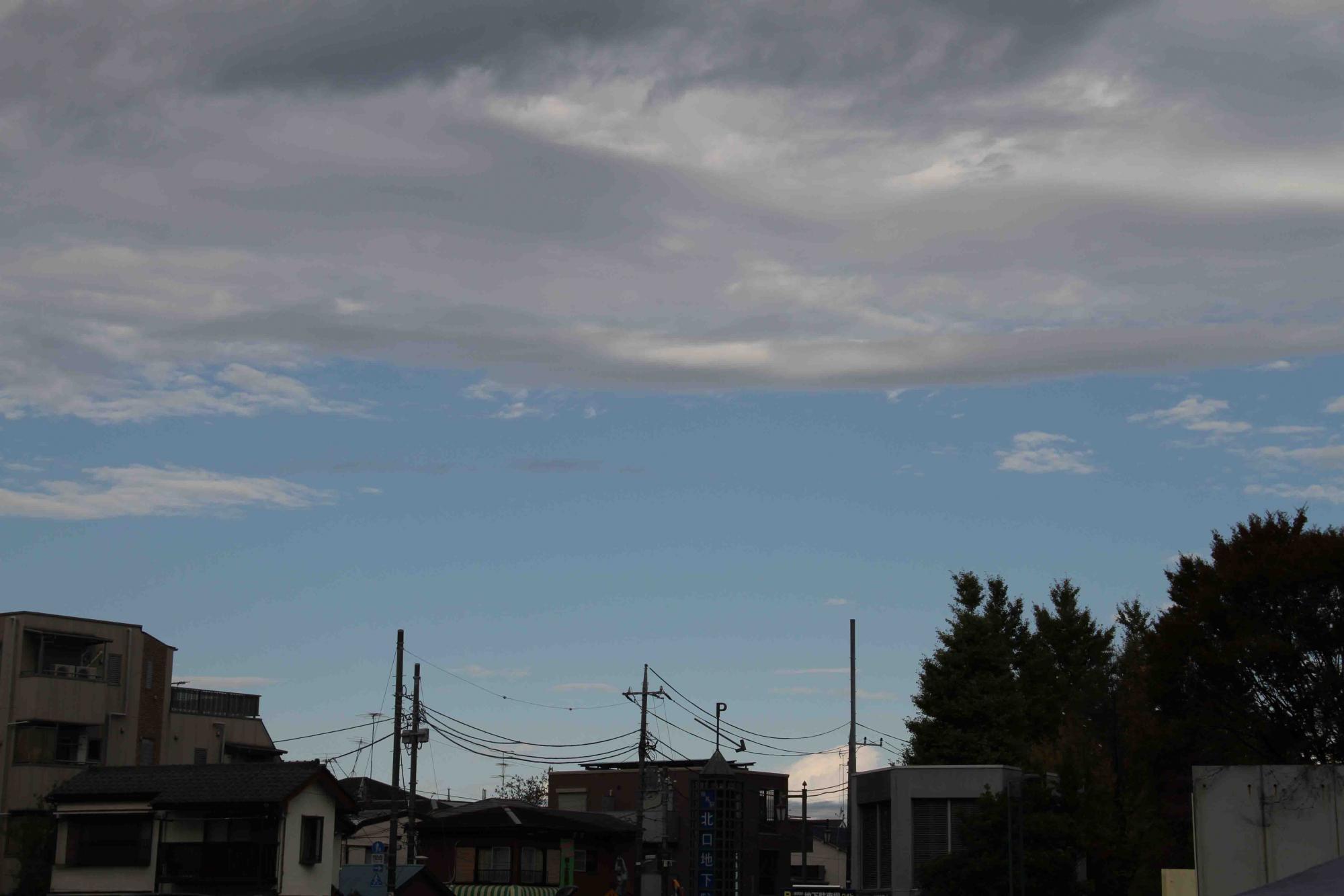 練馬(6) 駅付近からNNW方面の空 8時57分