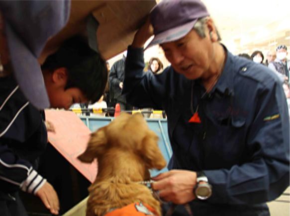 救助犬デモ 3.11 (7)
