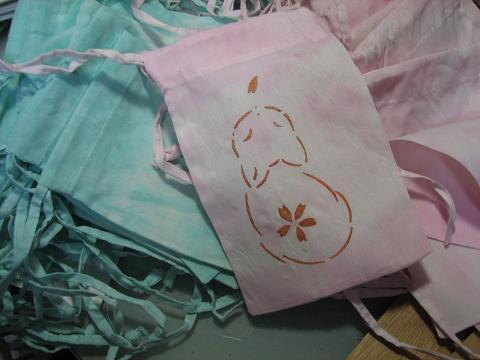 袋を染めたら猫を染め・・