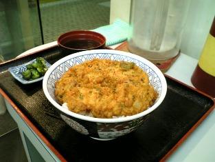 京浜東北線ホームで品川丼を食べる004