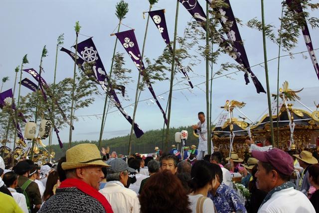 祭典会場に集結する神輿