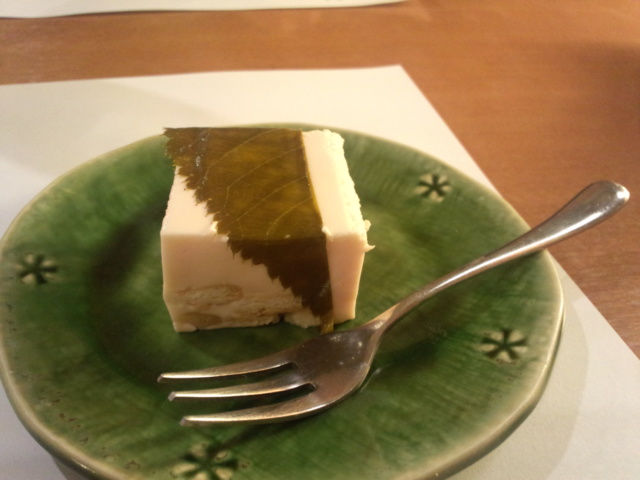 静内ホテルローレル「桜の豆乳チーズケーキ」