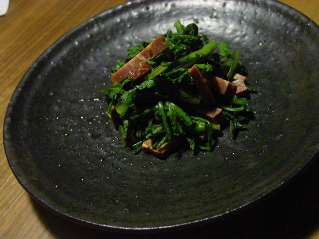 黒釉中皿・春菊サラダ