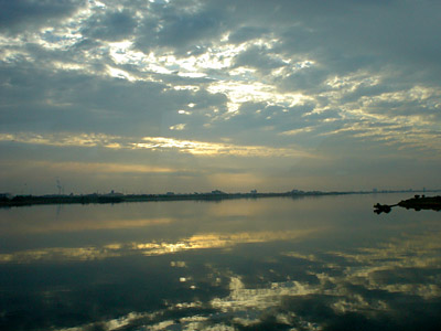 朝の吉野川