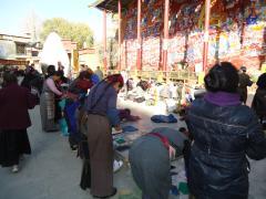 ヒプノセラピー スピリチュアルライフ チベット 聖地 マニ車 五体投地