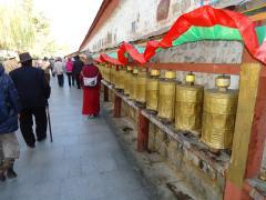ヒプノセラピー スピリチュアルライフ チベット 旅 マニ車 五体投地