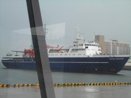 雨の小樽港