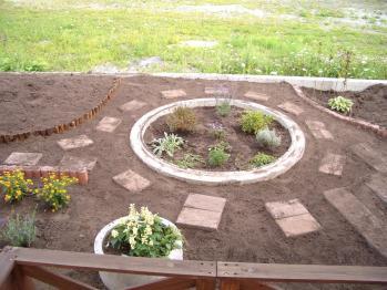 2011-08-30踏み石設置、右土壌改良、プリムラ移植
