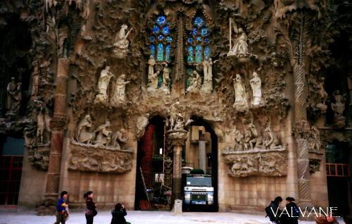 スペイン、サグラダ・ファミリア教会の「受難の門」。