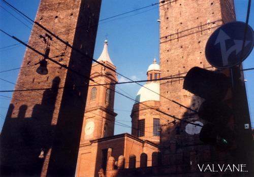 イタリア、ボローニャの斜塔