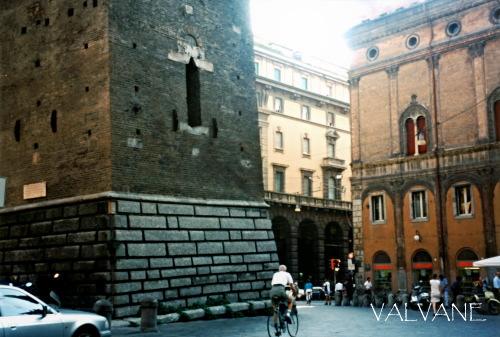 イタリア、斜塔の周囲をぐるりと