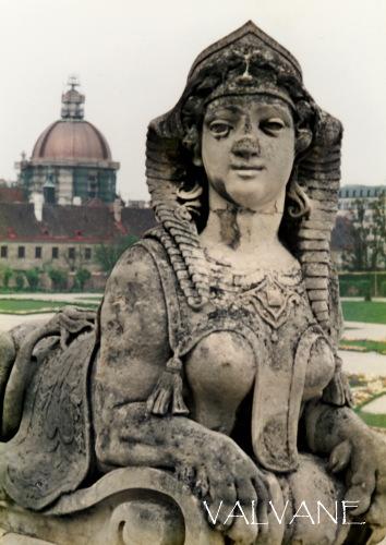 オーストリア、ベルヴェデーレ宮殿のふっくらとしたスフィンクス